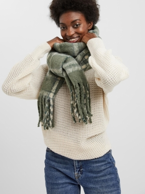ava scarf  laurel wreath
